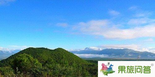 天山最美的绿谷和雪岭云杉